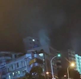 突发:湛江遂溪县遂城镇第二小学对面楼宇发生火灾